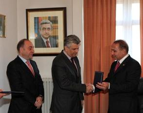 "THE OWNER OF ""ARMSWISSBANK"" CJSC SWISS-ARMENIAN BUSINESSMAN VARTAN SIRMAKES WAS AWARDED MEDAL OF HONOR"